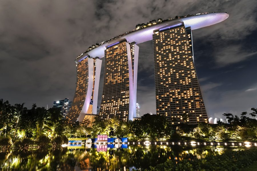 Looking for luxurious things to do in Singapore? Having a drink at a rooftop bar is a must on your Singapore itinerary!