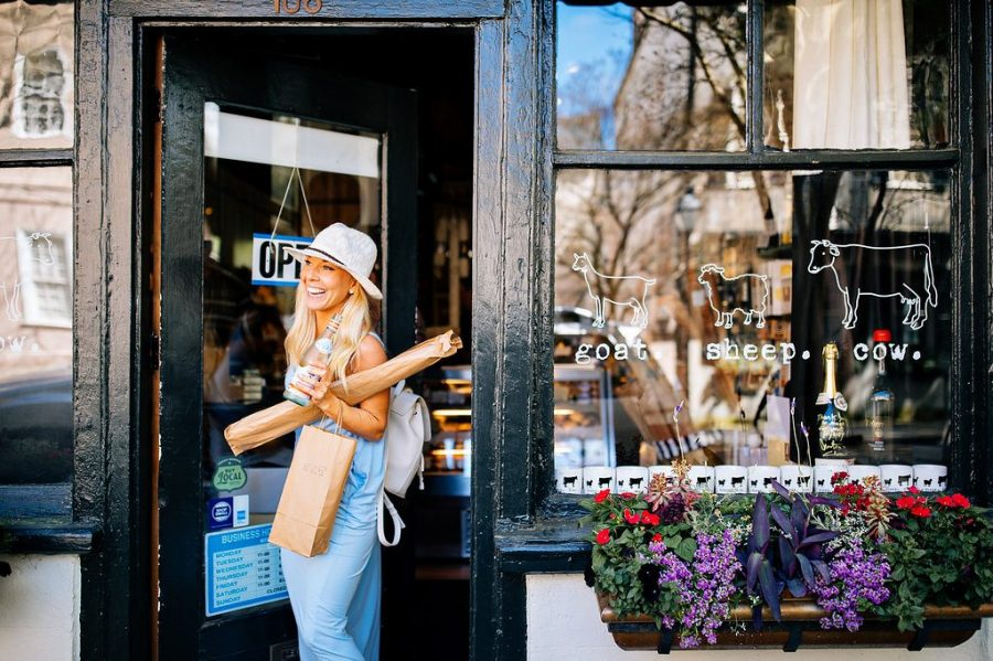 Charleston, South Carolina is one of our favorite destinations in the USA due to its cute boutiques, charming alleyways, and super Instagrammable spots