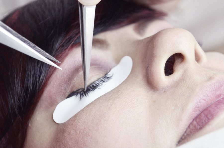 6 Factors to Help You Decide Between False Eyelashes or Lash